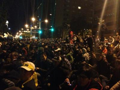 Taiwan protest scene, Monday 3 am outside the Executive Yuan. Photo via  @austinramzy on Twitter.