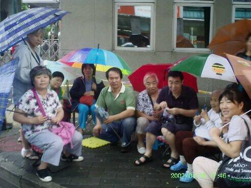 Cao Shunli (fourth from left) outside the FOM with her petitioner group last summer.