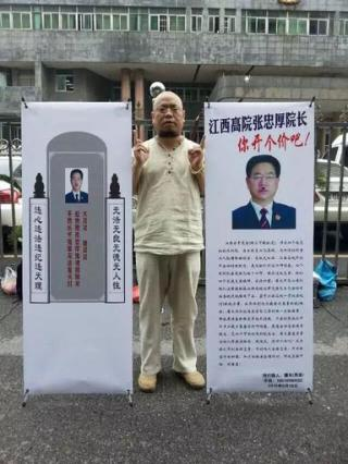 Wu Gan in front of the Jiangxi Higher Court on May 19, 2015.