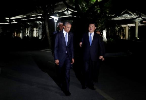 obama-stroll