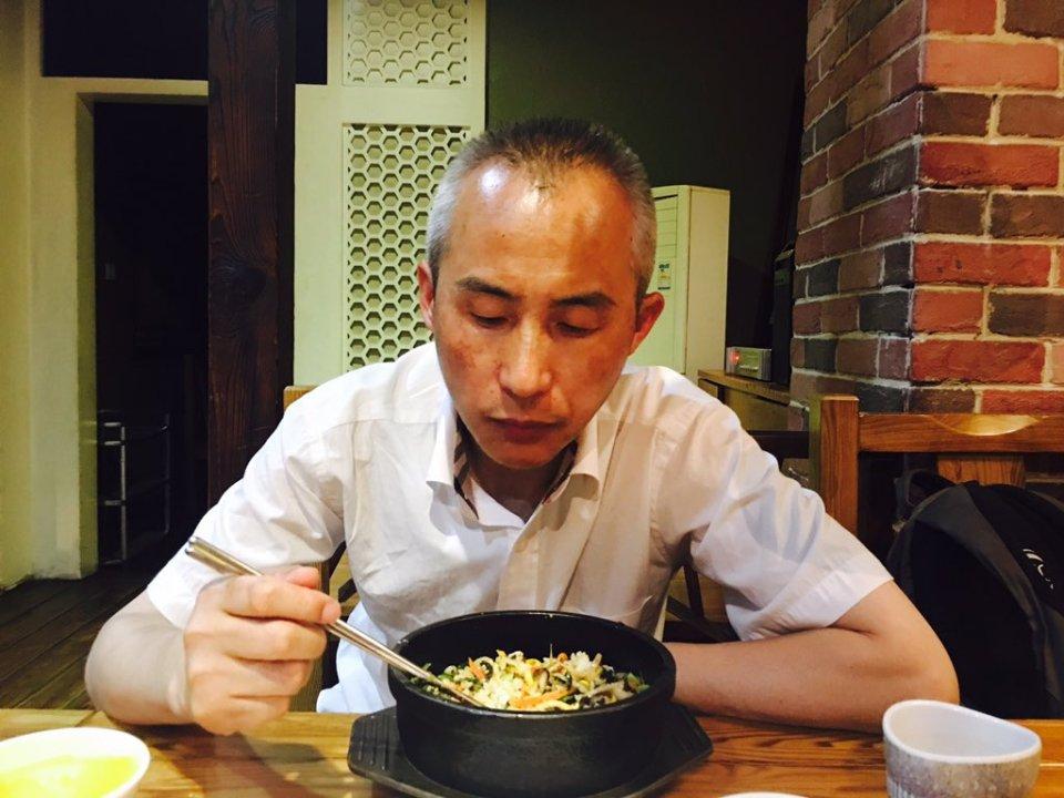 Wang Qiaoling_李和平吃面